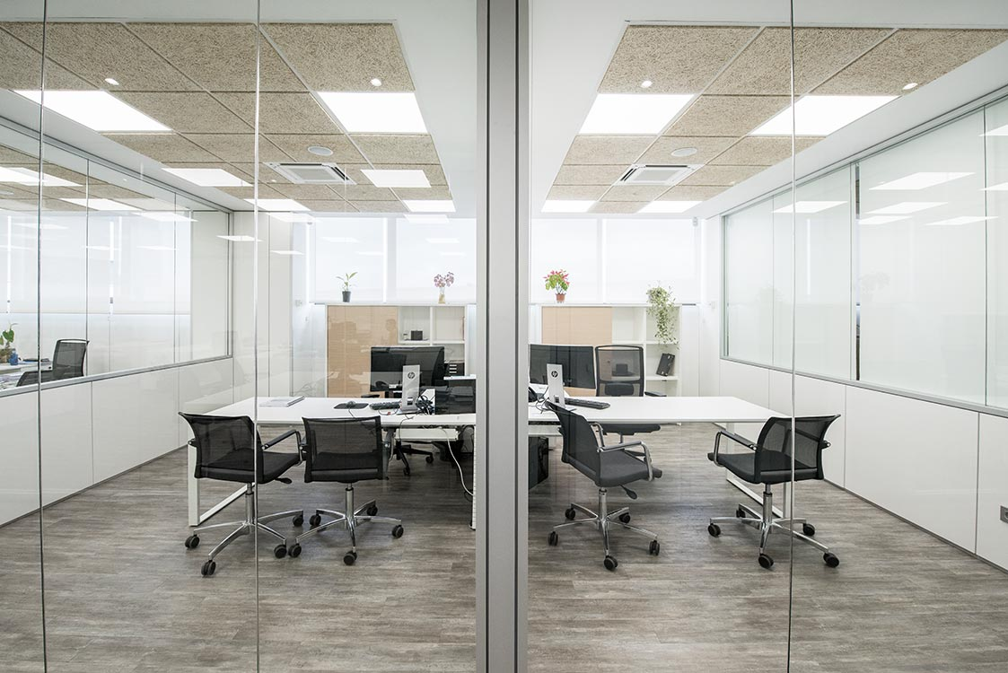 Corporate offices requena y plaza for Oficinas envialia madrid